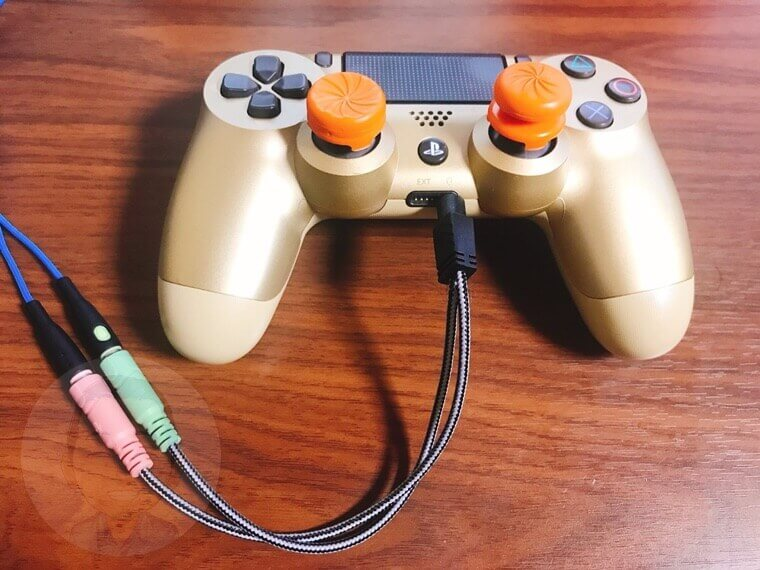 PS4には、コントローラーに直接挿して使うことが可能